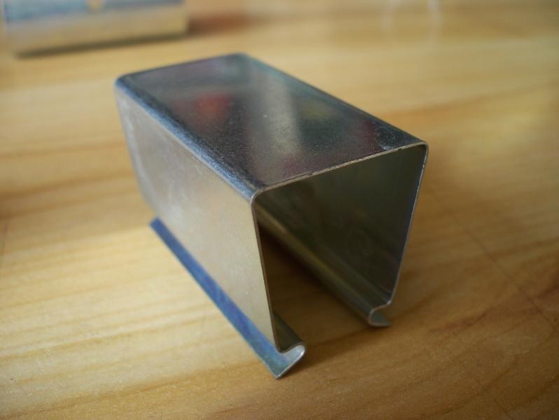 Lot de 100 clips en acier pour fixation de film bâche sur un tube carré 25x25 mm